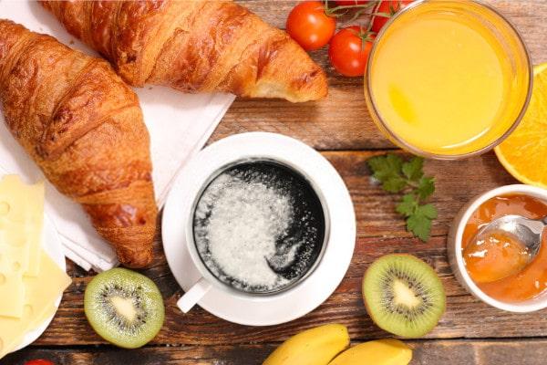 desayuno con black latte